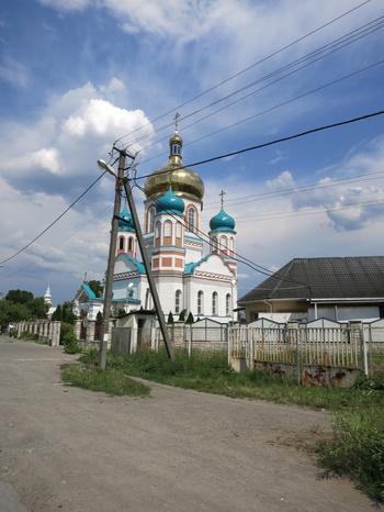 Гиздава църква в едно от селата след границата