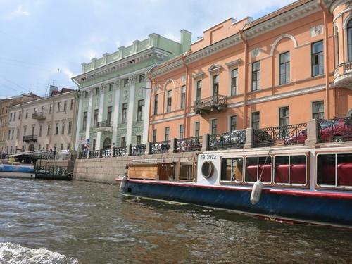 с лодка по река Нева