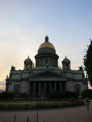 Исакиевский собор - една от перлите на града