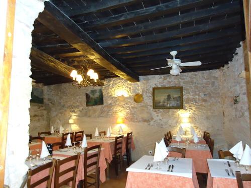 Провинциален ресторант в департамента Лангедок- Русийон, Южна Франция