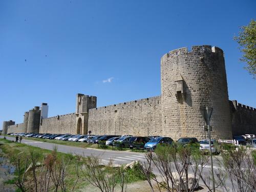Крепостта Ег Морт, в която са били затворени последните 400 тамплиери.