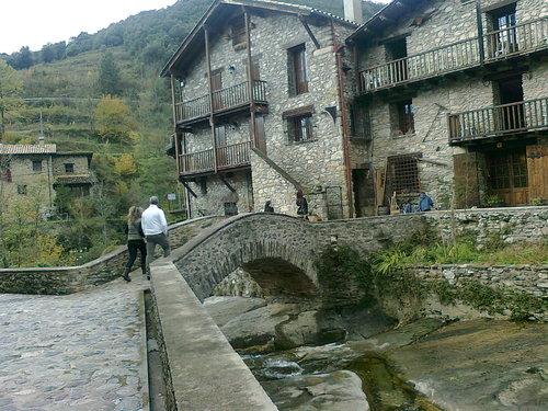 Малкото каменно селце Беже`,в сърцето на Източните Пиренеи