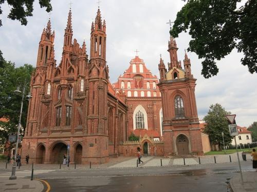 """Разкошната църква """"Св. Анна"""""""