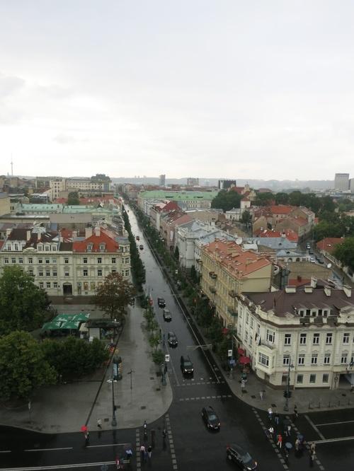 Поглед от камбанарията й към главната търговска улица