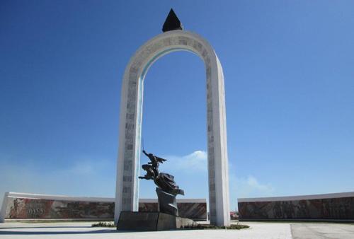 Мемориал в град Чойбалсан, посветен на монголските революционери и герои от войните