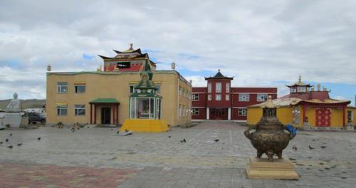 Новопостроен будистки манастир в град Баянхонгор