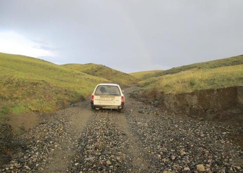 Пътят минава по малка долина