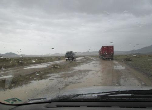 По калните монголски пътища при дъждовно време