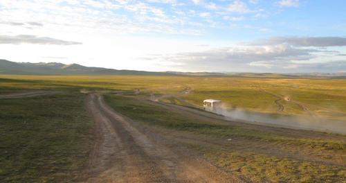 """Многолентова """"магистрала"""" в централната част на Монголия"""