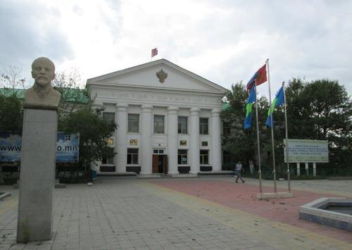 Сградата на областната администрация в град Олгий