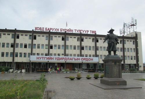 Централният градски площад на град Ховд