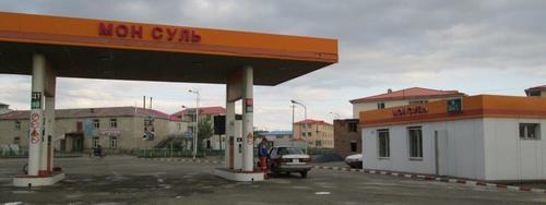 Бензиностанцията в град Алтай, където пренощувах