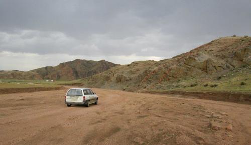Пътят минаваше през южните склонове на планината Хангай