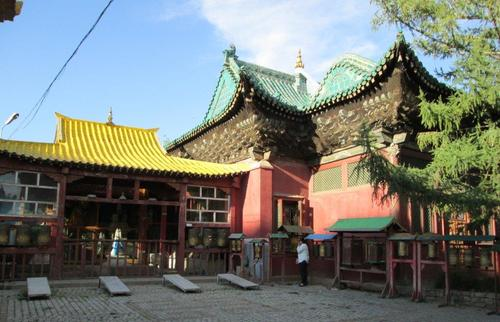 В манастира Гандан
