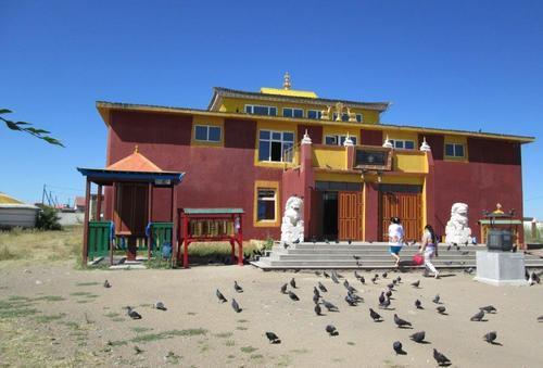 Ремонтираният будистки храм в манастира в град Чойбалсан
