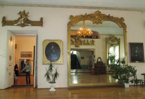 Някога това огледало в двореца на Бутин е било най-голямото в света