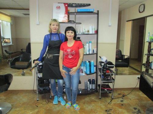 """Двете фризьорки в Салона за красота """"Клеопатра"""", където се подстригах"""