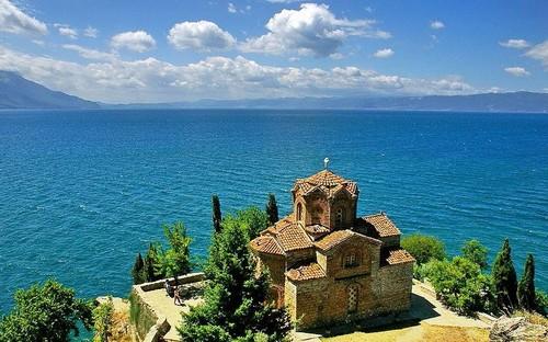 """Манастирът """"Свети Наум"""" и Охридското езеро"""