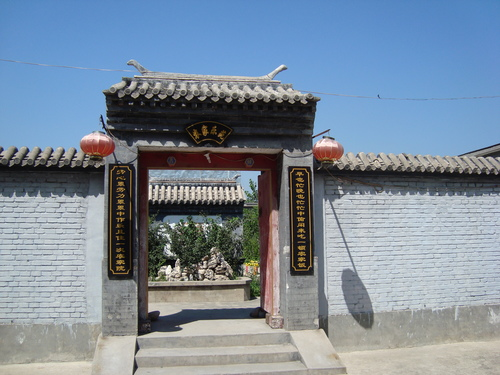 портата за ресторанта, и отново - стени