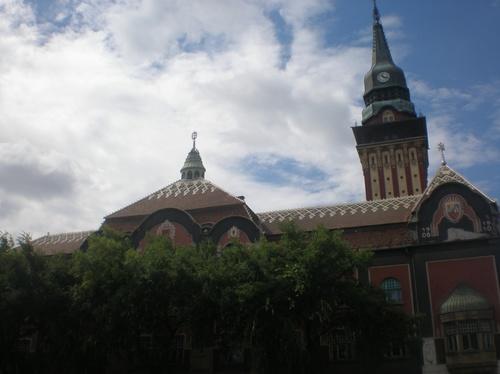 Сградата на общината е прекрасна