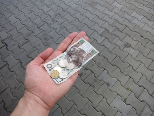 И за финал - снимка с парите. Попривърши валутата