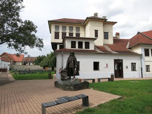 Реплика на къщата, в която същият Ференц Ракоци е живял в изгнание в Турция. Има и негов паметник отпред