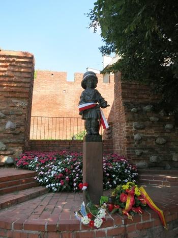 Паметник на жертвите на Варшавското въстание в края на Втората световна