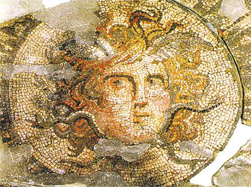 Чорлавата глава на Горгона Медуза от  музея на мозайките в Девня