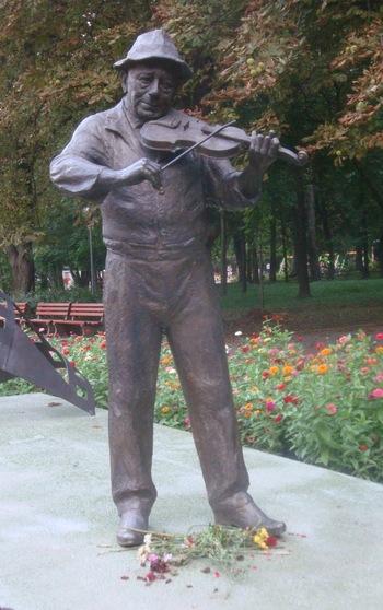 пред паметника на незабравимия Тодор Колев