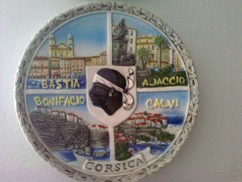 Сувенир със знамето на Корсика в центъра