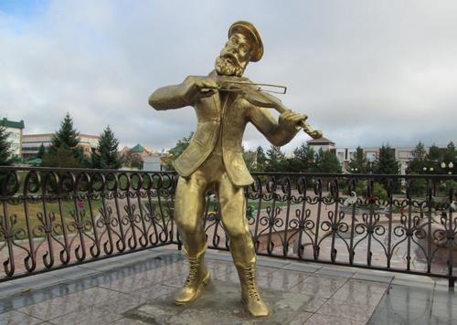 Еврейският цигулар е един от символите на Биробиджан