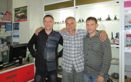 С двамата братя в техния магазин за авточасти, град Чита