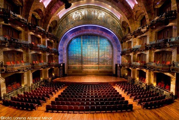 Един милион парчета от Тифани стъкло в завесатана сцената!