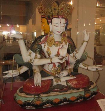 Зугдар Намжилма – богинята с три лица и осем ръце