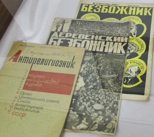 Списания с антирелигиозна насоченост, издавани през 30-те години на XX век. Музея в Улан Уде.