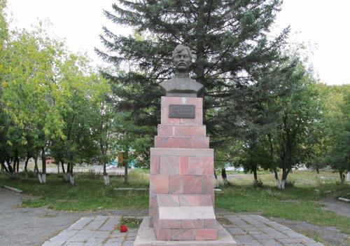 Паметникът на Бабушкин, издигнат на мястото където е разстрелян