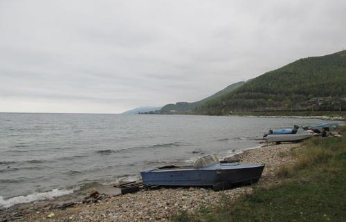 Брегът на езерото Байкал при Слюдянка