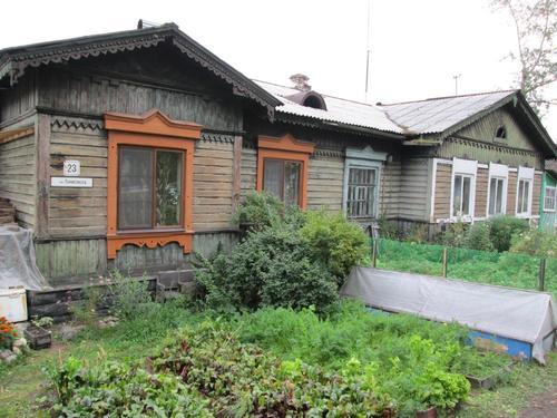 Дървена къща строена в началото на миналия век за железопътните работници