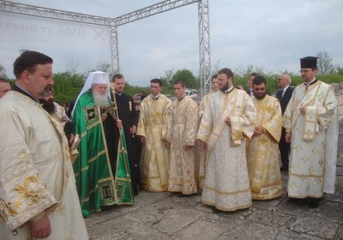 Нашият париарх Неофит облече празнично зелено наметало