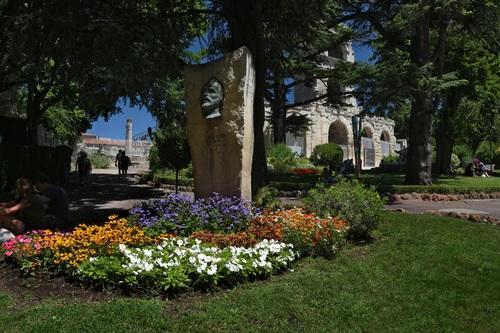 Арл, паметникът на Ван Гог