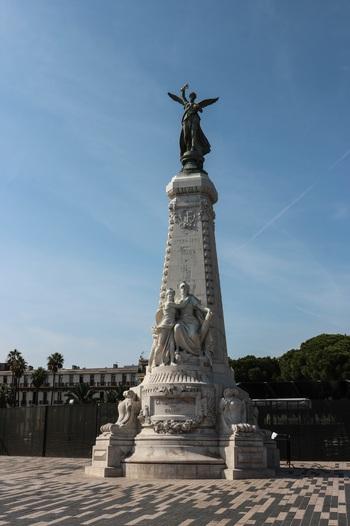 Ница, Monument du Centenaire