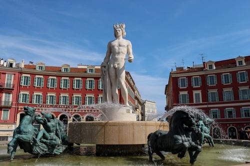 Ница, фигурите на площад Масена