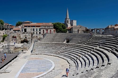 Античният театър в Арл