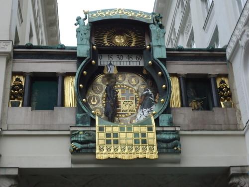 ...дори часовникът е спрял, като в омагьосано кралство