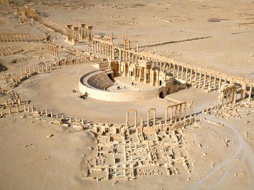 Амфитеатърът и Кардо Максимус в Палмира