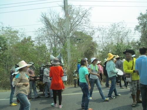 Танцуващи на пътя