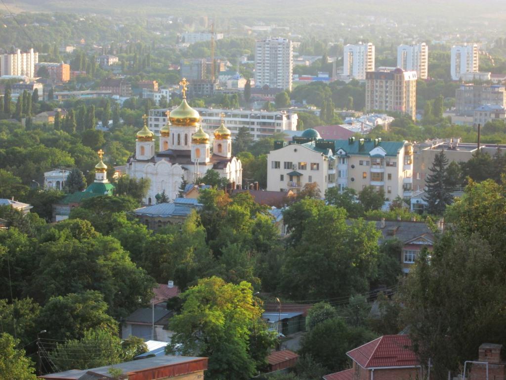 Панорамен поглед към Пятигорск от хълма над града