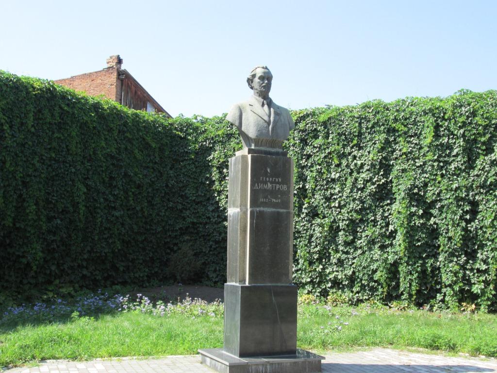Паметникът на Георги Димитров във Владикавказ