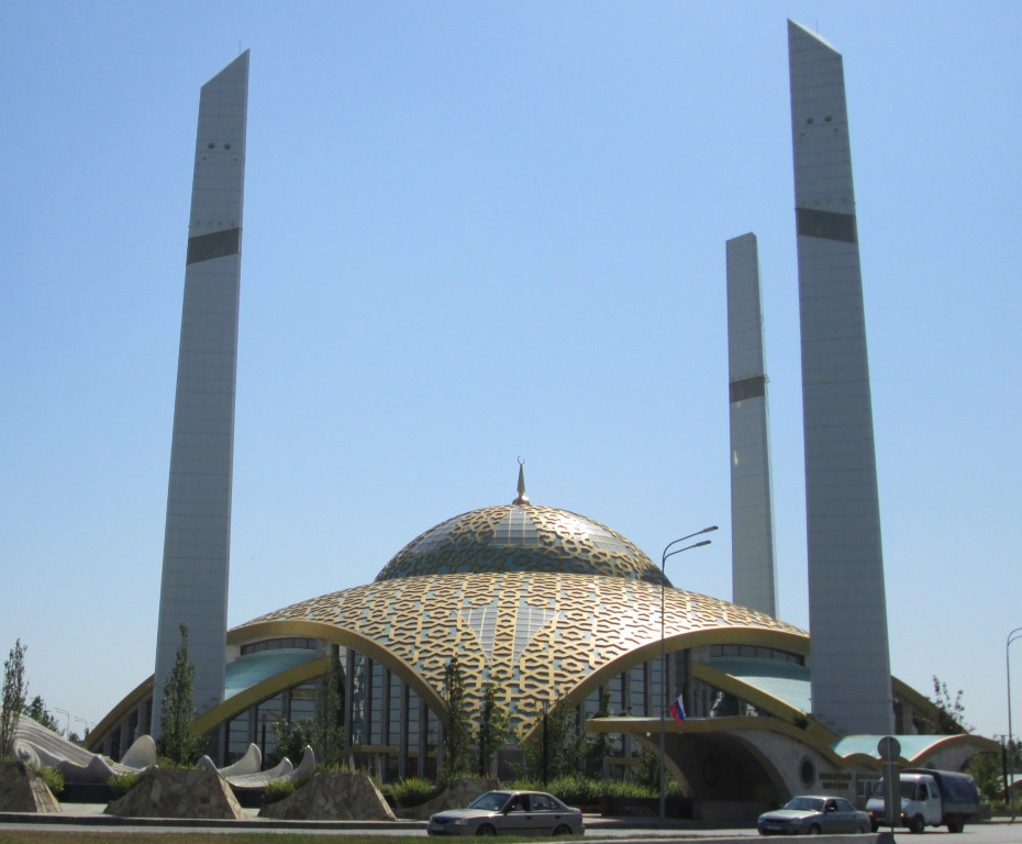 Съвременна джамия в град Аргун
