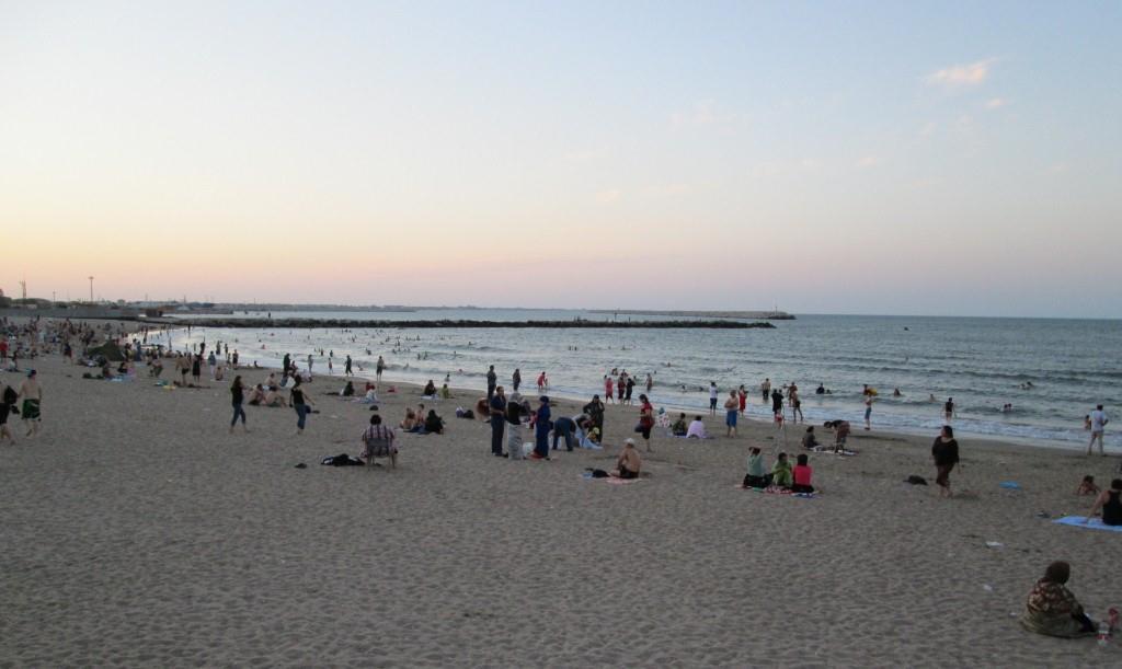 Плажът на Каспийско море, където се къпах вечерта; град Махачкала